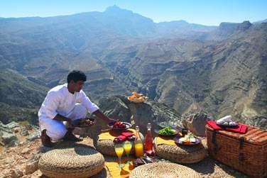 Un pique-nique au sommet des montagnes pour admirer les majestueux massifs du Musandam. Une pure merveille !